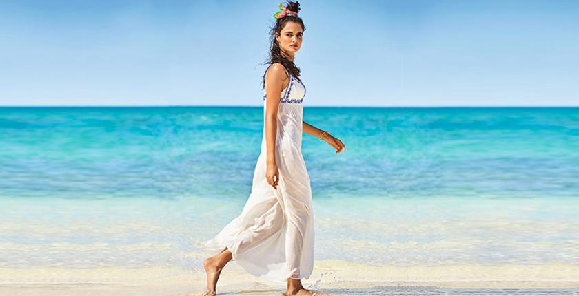 Chica en ropa de playa