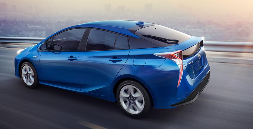 vehículo eco coche azul en la carretera