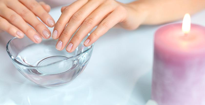 esmalte permanente unas natural con bol de agua
