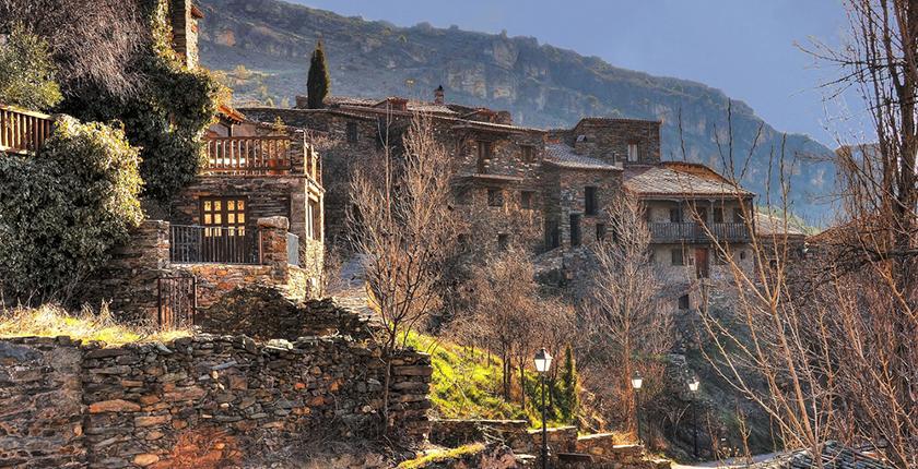 pueblos con encanto cerca de madrid casa de puedra